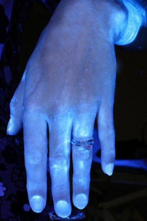 Aquí se observan las manos luego de lavarse por 15 segundos con jabón. Foto:MichiganStateU