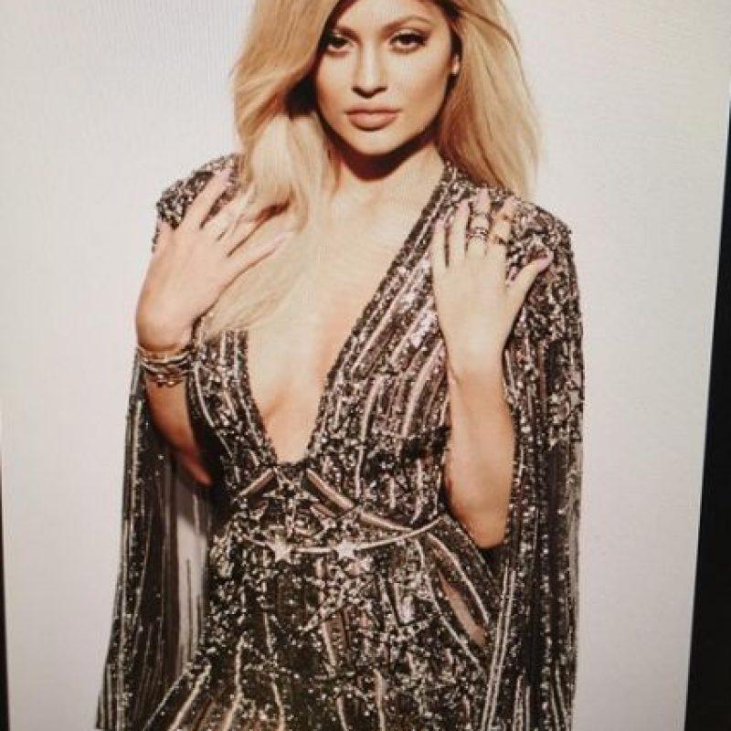 La rubia de 18 años muestra dos looks para la revista. Foto:Instagram/KylieJenner