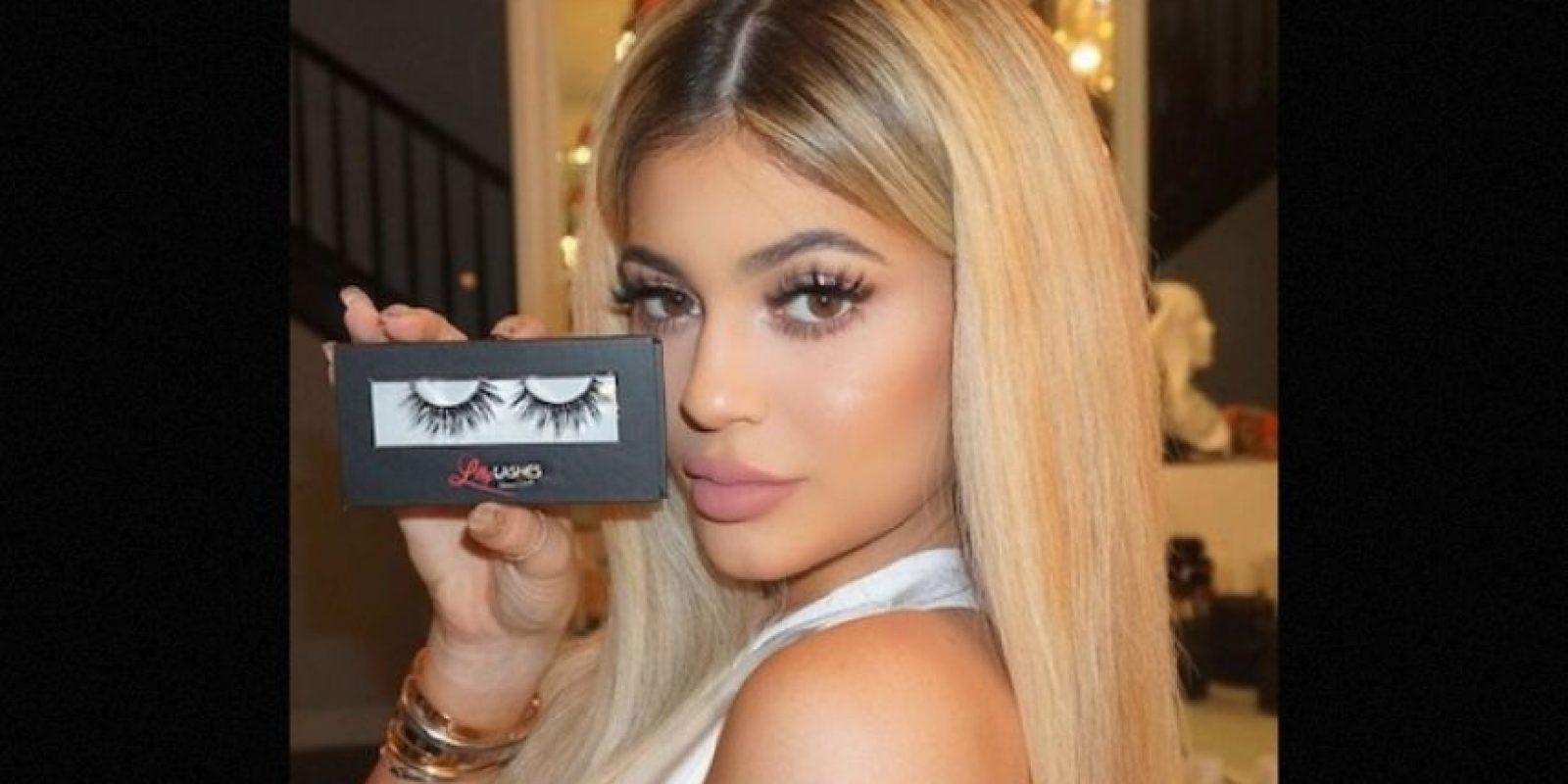 """Para las pestañas confiesa que va a la farmacia """"CVS"""" y compra las falsas que le gustan Foto:Instagram/KylieJenner"""