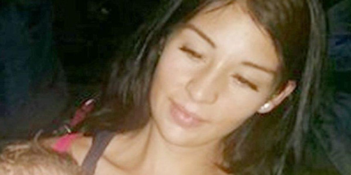 Mujer causa indignación por mostrar a su bebé en Facebook amarrado y amordazado