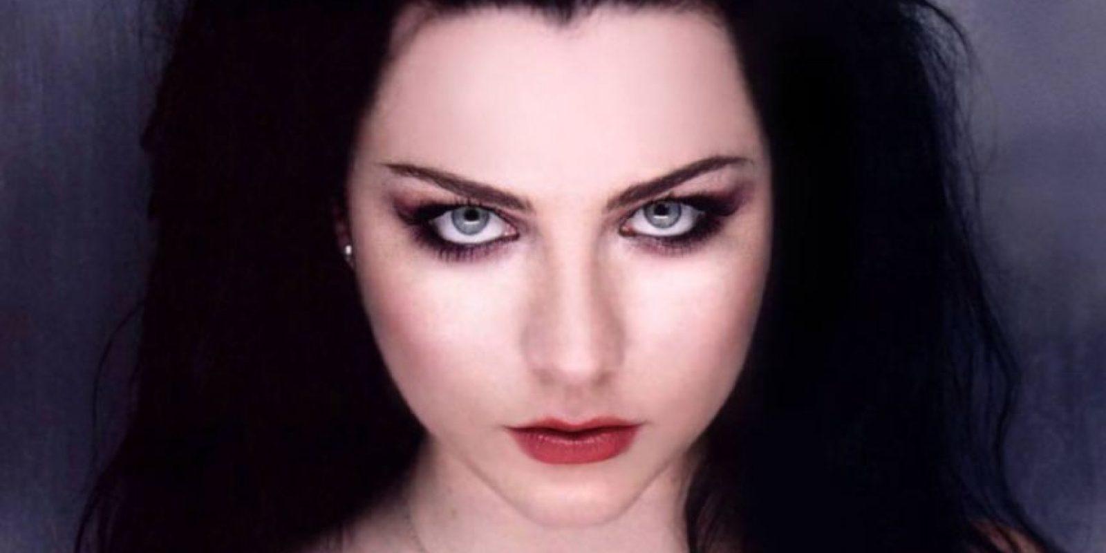 """Amy Lee tenía menos de 25 años cuando le llegó el éxito con su banda """"Evanescence"""". Foto:vía Evanescence/Vevo"""