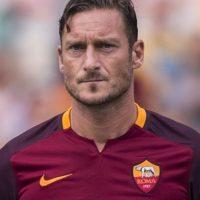 Tiene 39 años y sigue fiel a los colores de la Roma. Foto:Getty Images