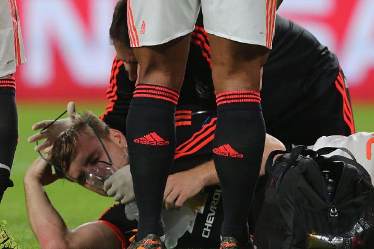 El mexicano Héctor Moreno recibió amenazas de muerte en las redes sociales por lesionar a Luke Shaw en el duelo entre PSV y Manchester United de la Champions League. Foto:Getty Images
