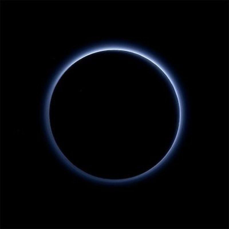 El cielo de Plutón es azul, como el nuestro. Foto:Instagram.com/NASA