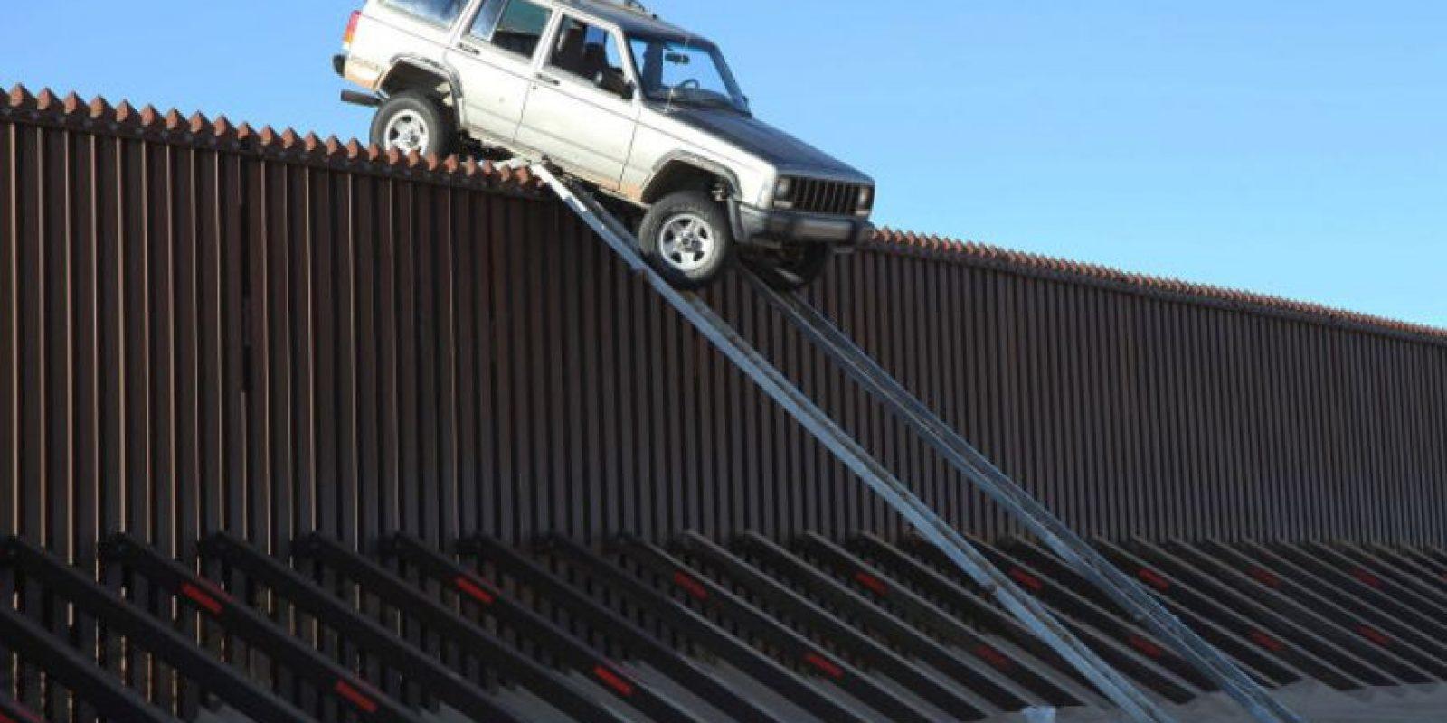 5. Una camioneta quedó atorada en la frontera México – Estados Unidos Foto:Patrulla Fronteriza