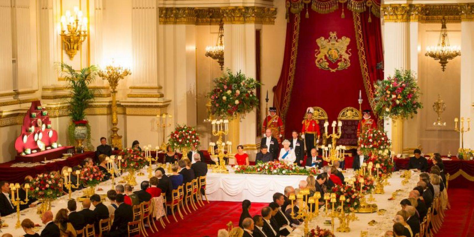La tiara pertenece a la colección personal de la reina Isabel II. Foto:Getty Images