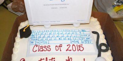El pastel de Brando cuando se graduó. Foto:vía frominsidethebox.com
