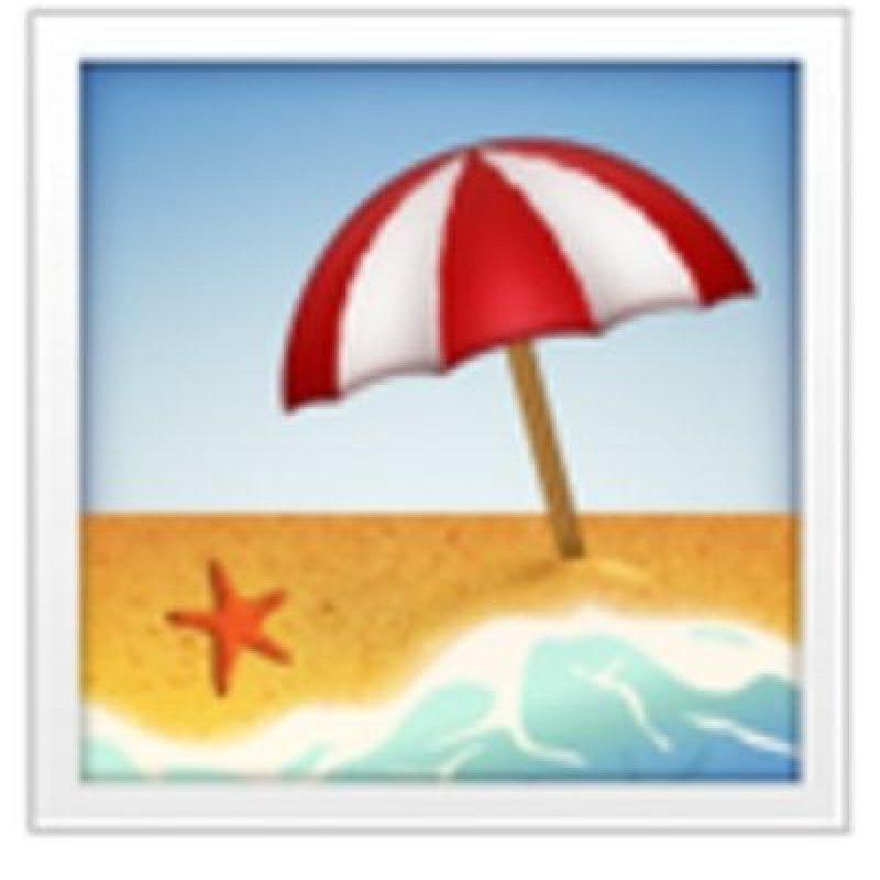 Playa con sombrilla. Foto:vía emojipedia.org