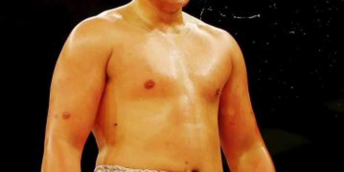 Video: Boxeador se apiada de su rival en pleno combate