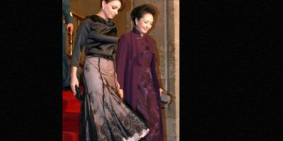 """""""Era asombrosamente parecido a algunos de los que la Reina Letizia ha lucido en los últimos años. Era una versión más burda"""" Foto:vía Página Oficial Angélica Rivera"""