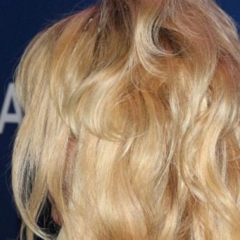Esto parece una alimaña colgando de la actriz. Foto:vía Getty Images