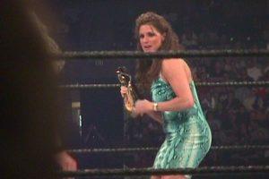 Stephanie McMahon en sus primeras apariciones Foto:WWE