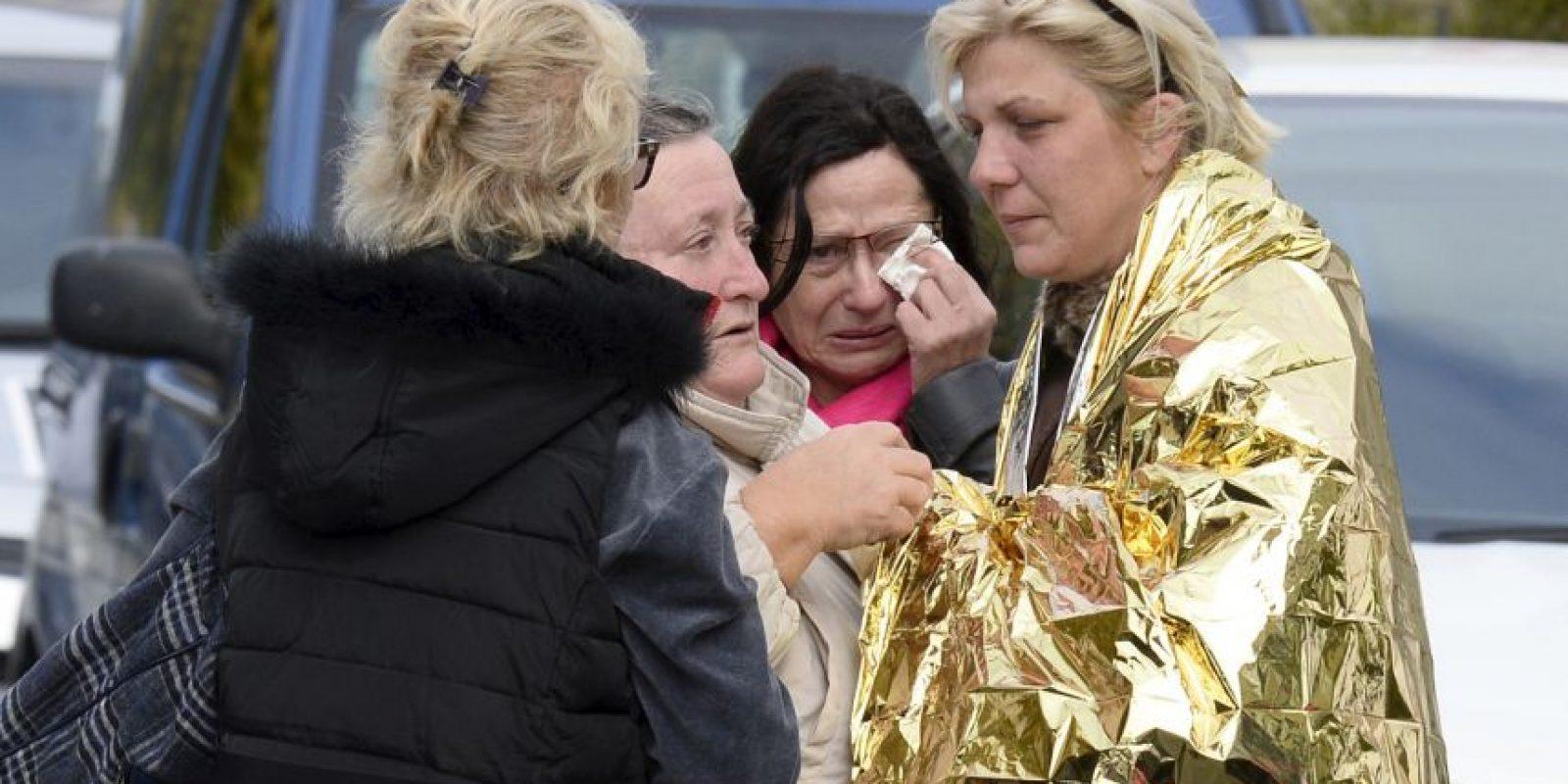 Eran las 7:30 horas de la mañana cuando en la región de la Gironda, en el suroeste del país, en la carretera 17, se impactaron un autobús y un autocar turístico. Foto:AFP