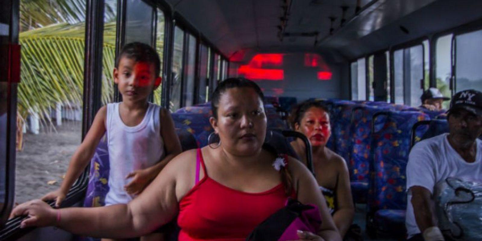 Las autoridades van registrando a los damnificados Foto:AFP