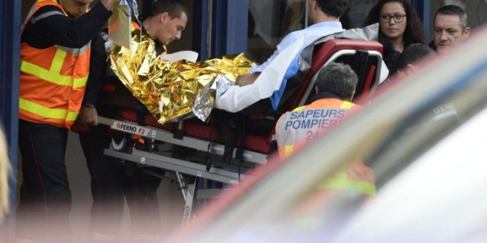Aún se continúan investigando las causas del accidente, pero se cree que el conductor del camión perdió el control y atravesó al otro lado de la carretera. Foto:AFP