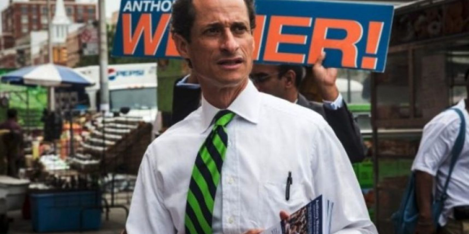 En 2011, el político demócrata fue acusado de enviar fotos privadas a través de redes sociales, hecho que negó rotundamente. Foto:Getty Images