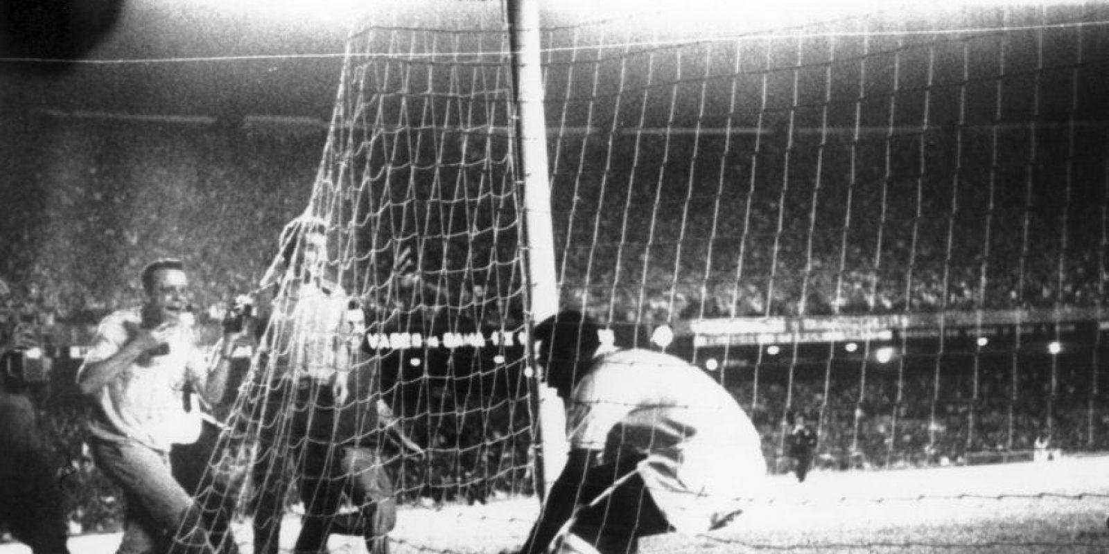 """""""El único gol de cabeza importante que marcó Maradona fue con la mano"""". Foto:Getty Images"""