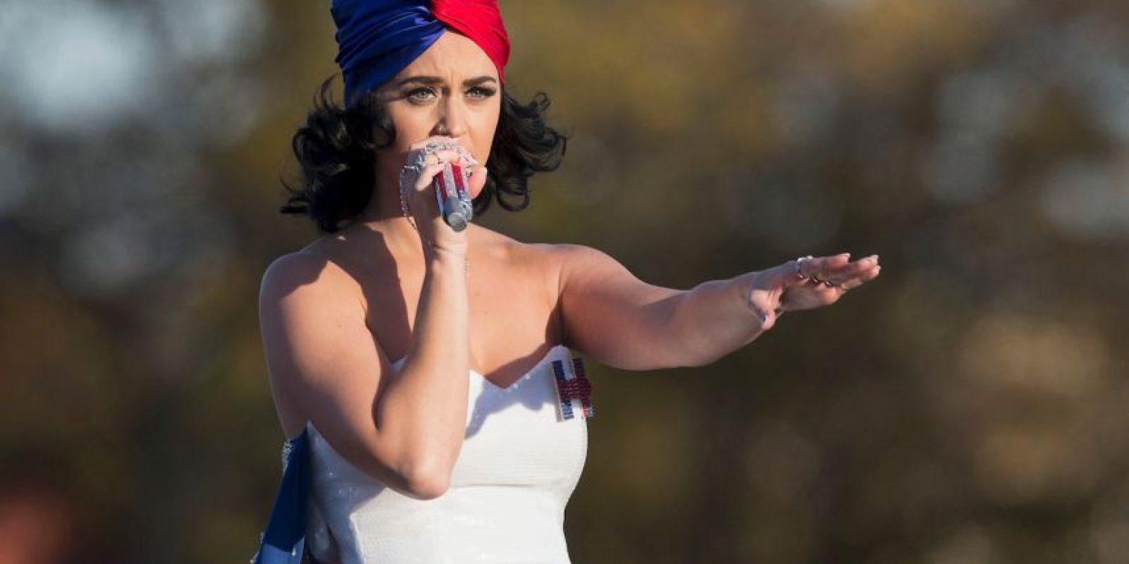 """Perry interpretó """"Roar"""" un tema que se volvió himnos en la campaña electoral de Clinton Foto:AFP"""