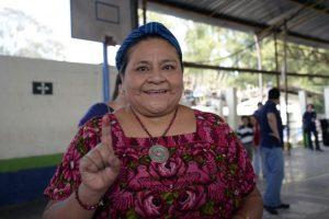 Rigoberta Menchú, Premio Nobel de la Paz, también acudió a votar Foto:AFP
