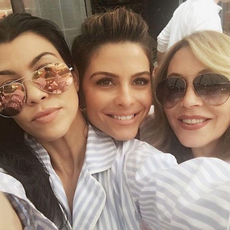 Pijamas de rayas blancas y azules fue el outfit que los invitados lucieron Foto:Instagram/mariamenounos