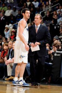 Luego fue coach de los Pistons de Detroit, y con este equipo se ganó el derecho a dirigir al equipo del este en el All Star de la NBA en 2006. Dejó el equipo en 2008. Foto:Getty Images