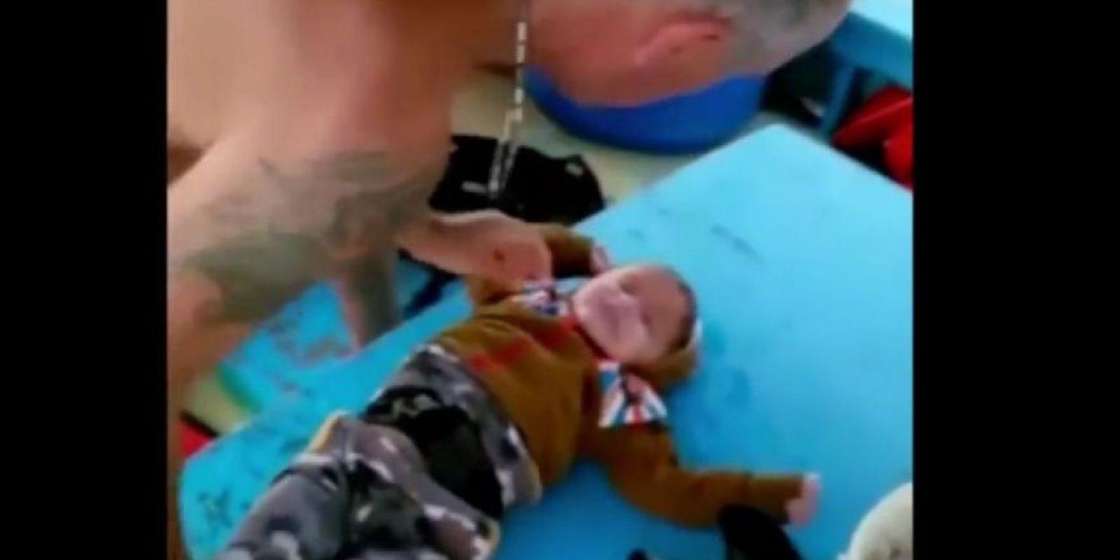 El pequeño Muhammad Hasan fue salvado por unos pescadores. Foto:Vía Youtube