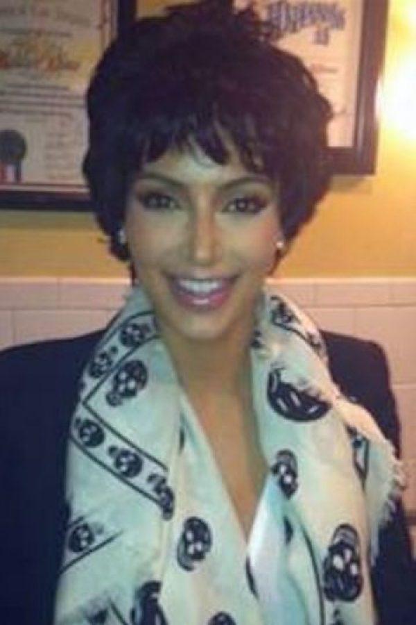 Y como olvidar cuando se disfrazó de su mamá, Kris Jenner Foto:vía twitter.com/kimkardashian