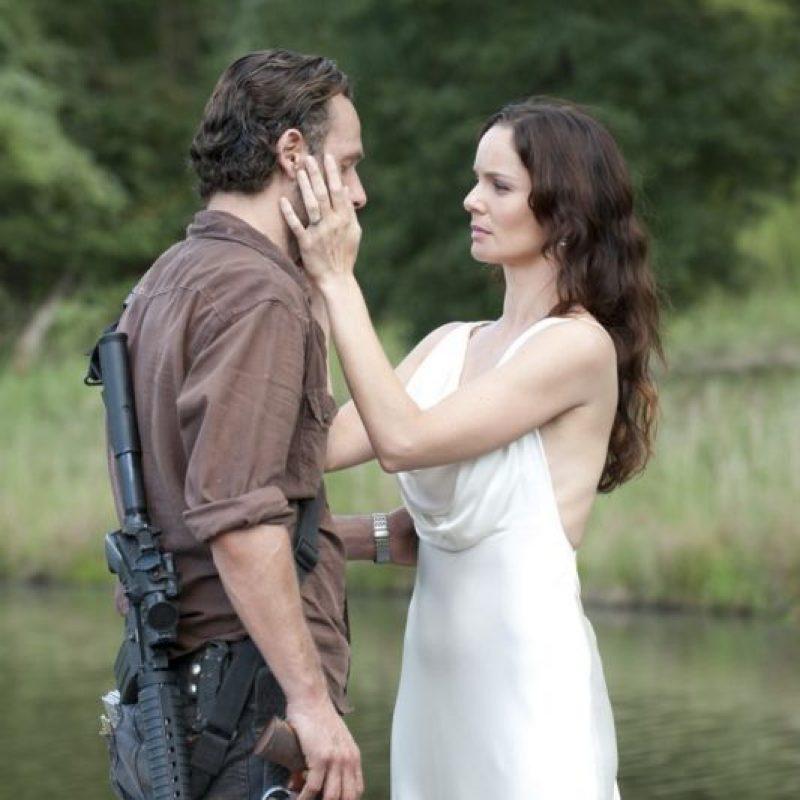 Madre de Carl y esposa de Rick, comenzó una relación con Shane, excompañero de Rick en los cuerpos policiales al creer que su esposo había fallecido Foto:AMC