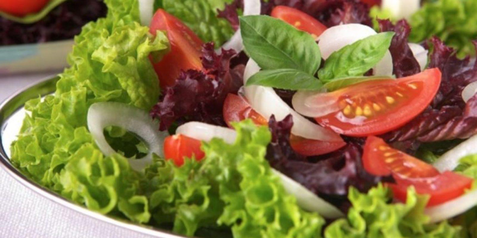 Ensalada de vegetales con queso Foto:Pinterest