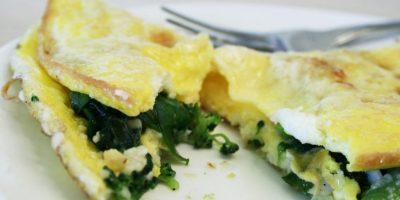 Sándwich de omelet de espinacas y tomate secado al sol Foto:Flickr