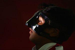 Marcelo Allende, capitán de Chile, lleva una máscara protectora por una lesión en la nariz. Foto:Getty Images