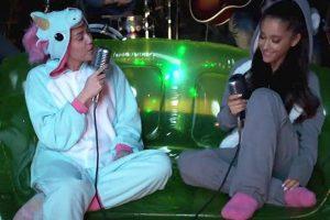 El famoso traje de unicornio que Miley Cyrus lució en repetidas ocasiones, también está disponible en internet. Foto:vía YouTube