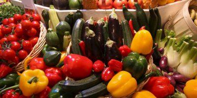 Aumentar el consumo de frutas, verduras, legumbres, cereales integrales y frutos secos. Foto:Getty Images