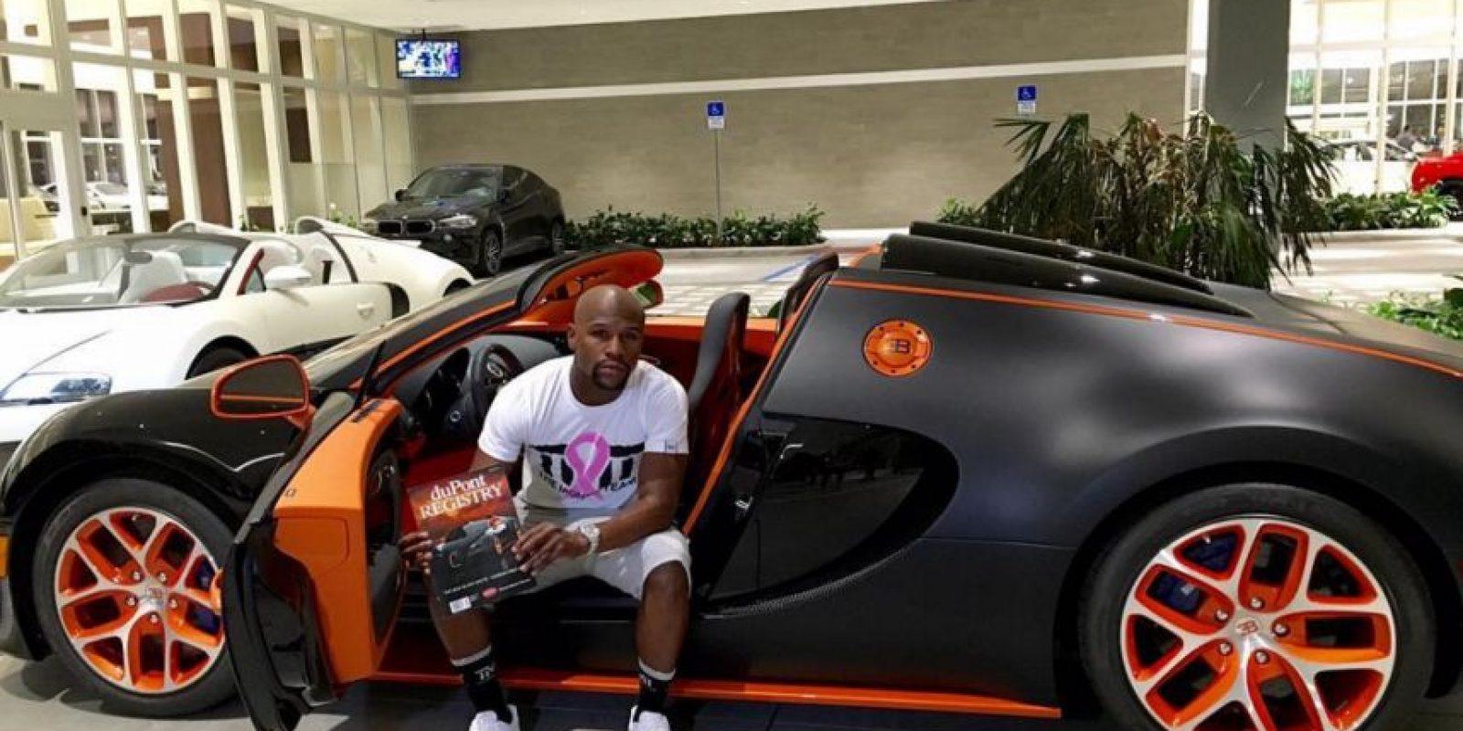 El último de ellos que se compró fue este Bugatti Veyron de 3.5 millones de dólares. Foto:Vía instagram.com/FloydMayweather