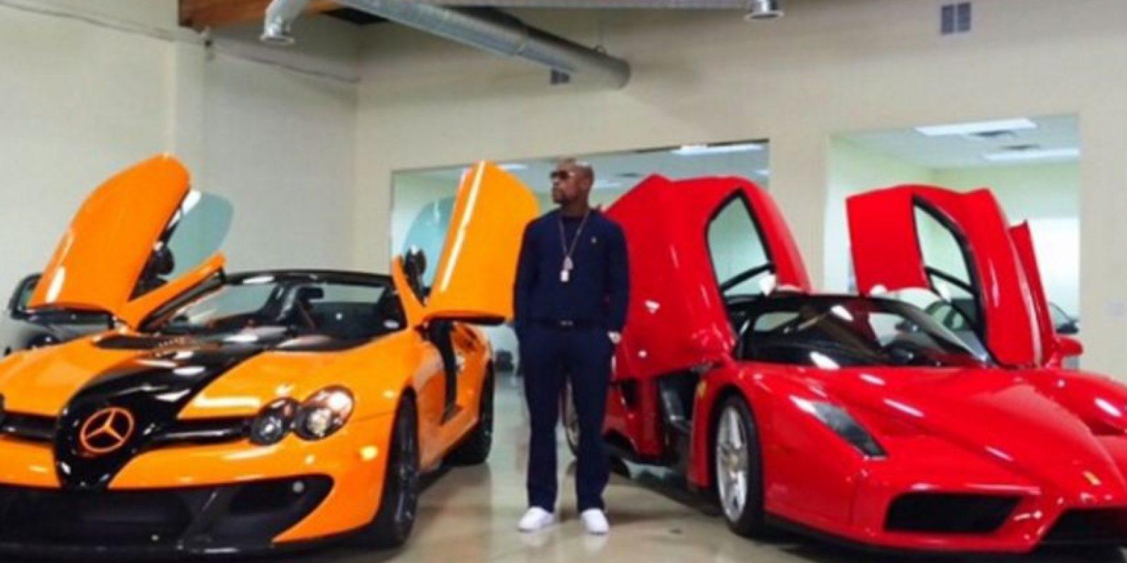 Tiene una exclusiva flota de automóviles, que incluyen Buggati Veyron, Buggatti Gran Sport, dos Ferrari y un Lamborghini, entre otros. Foto:Vía instagram.com/FloydMayweather
