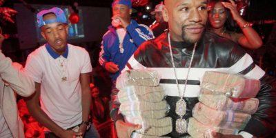"""""""Money"""" sorprendió al salir a la calle con varios fajos de billetes, en una muestra más de su ostentación. Foto:Vía instagram.com/liljamez"""