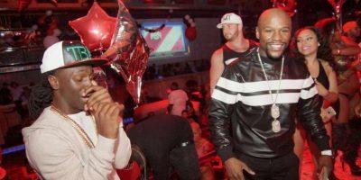Ahora, el exboxeador se fue de fiesta un club nocturno de Miami, en donde se divirtió al lado de sus amigos. Foto:Vía instagram.com/liljamez