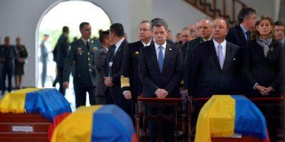 El presidente Juan Manuel Santos estuvo entre los que brindaron un homenaje a los militares fallecidos en Güicán, Boyacá. Foto:EFE