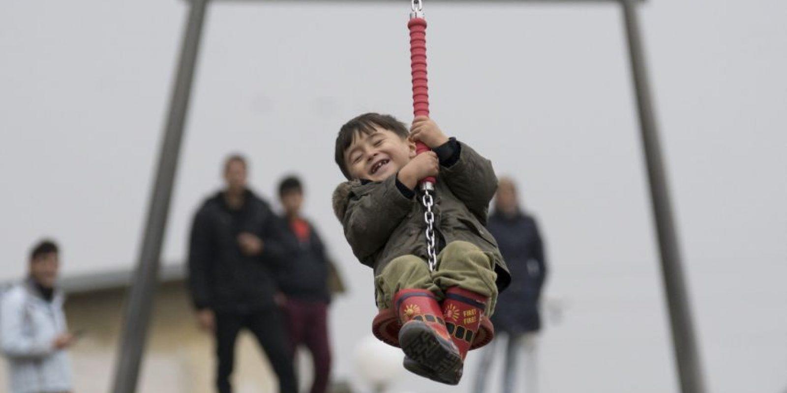 Niño refugiado juega en un centro en Austria. Foto:AFP