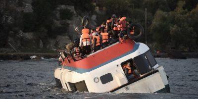 Refugiados y migrantes en el bote que se hundió este viernes. Foto:AFP