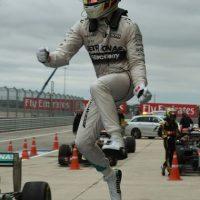 Lewis Hamilton celebra al ganar el Gran Premio en Austin, Texas. Foto:AFP