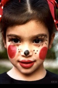 Hoy en día sigue usando grandes cantidades de maquillaje. Foto:Kimkardashianwest.com