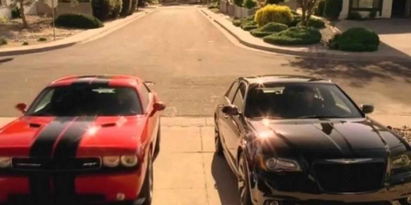 """5. """"Breaking Bad"""" tuvo tanto éxito que """"The Walking Dead"""" le rindió tributo en 2 ocasiones: """"Glenn"""" condujo el mismo carro deportivo que le regaló """"Walter White"""" en """"Breaking Bad"""" a su hijo """"Walter Jr."""" Foto:AMC"""