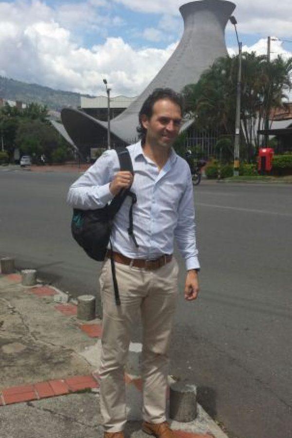 Así han visto y seguirán viendo al Alcalde electo Federico Gutiérrez, en la calle y con su acompañante fiel, su morral. Foto:Publimetro