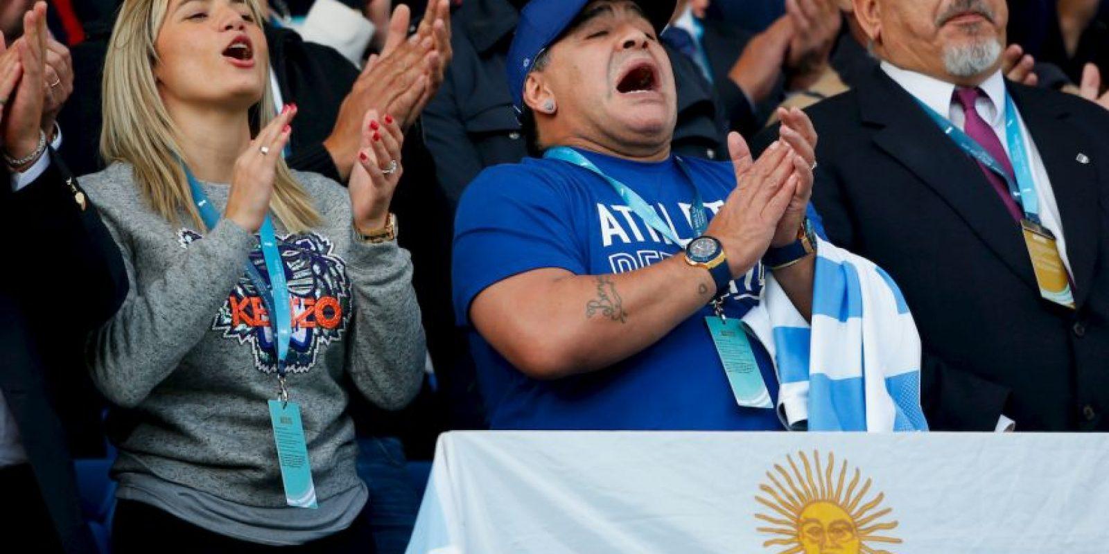 Al lado de su pareja Rocío Oliva y su hermana Ana Foto:Getty Images