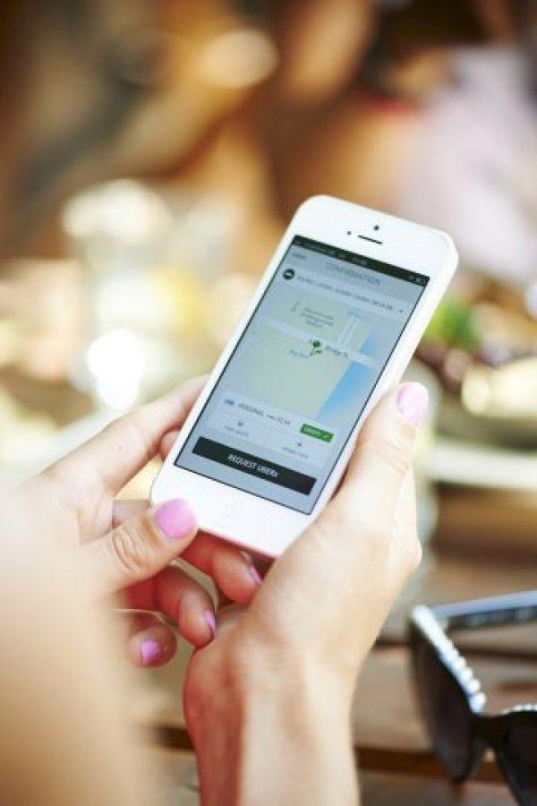 La tarifa de Uber se cobra de la siguiente manera: Tarifa base + minutos en el auto + kilómetros recorridos. Además, cada tipo de auto tiene una tarifa mínima y una tarifa de cancelación. Foto:Uber