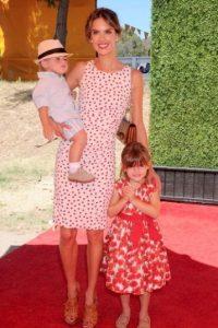 Alessandra Ambrosio y sus hijos Anja Louise y Noah. Foto:Getty Images