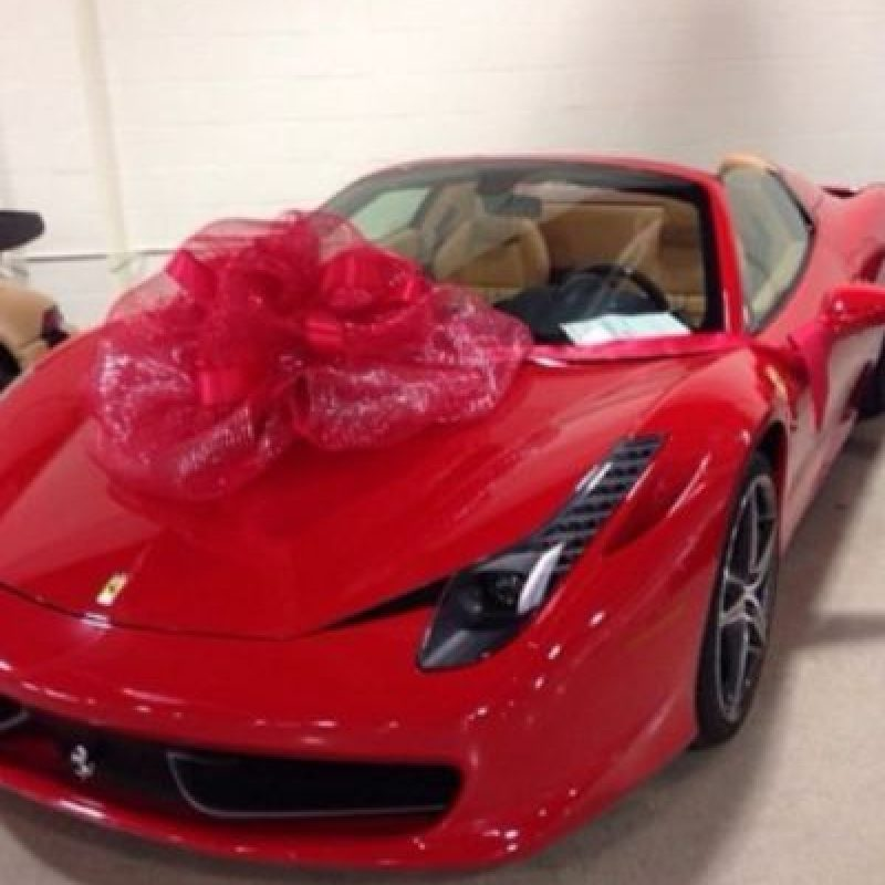 Y hace costosos regalos de este tipo a sus allegados. Foto:instagram.com/FloydMayweather