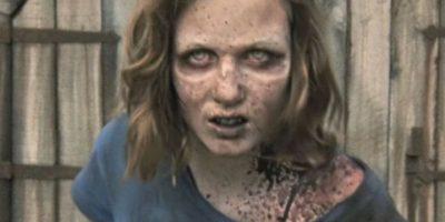 """Las esperanzas de encontrarla con vida se vieron destruidas cuando, en el granero donde """"Hershel"""" mantenía un grupo de zombis con la esperanza de curarlos, apareció en pie la hija de """"Carol"""" Foto:AMC"""