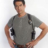 Enrique Camarena Jr. es el hijo de un personaje real y contradictorio por tratarse de un policía encubierto que tuvo que realizar actor reñidos con la ley para infiltrarse en la organización criminal Foto:Telemundo